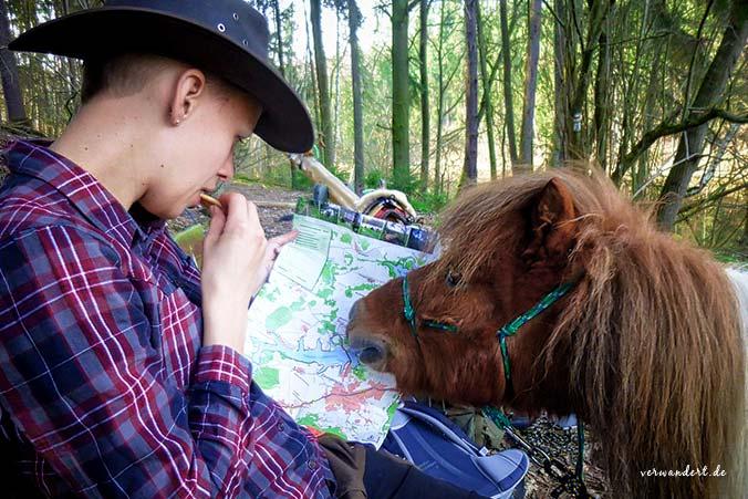 Wanderpause mit Pferd