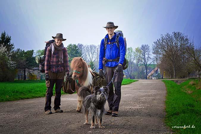 Sarah & Timo wandern mit Tieren