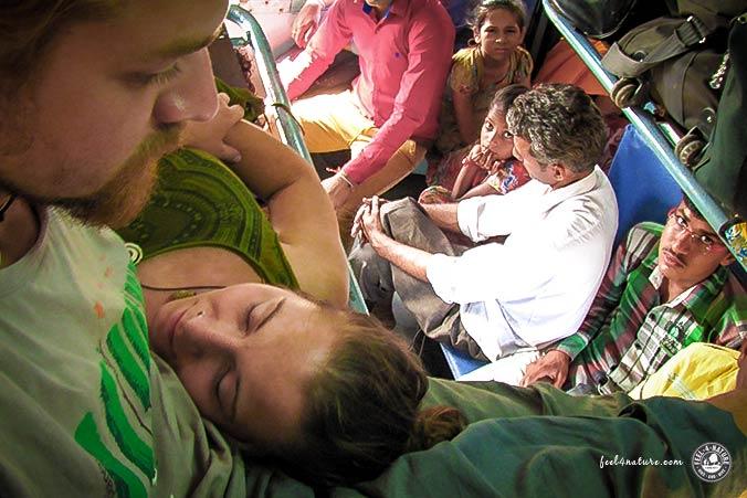Zwei auf Weltwegen im Zug